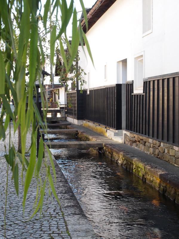 瀬戸川と白壁土蔵